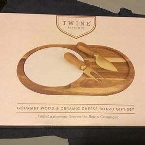 Twine Gourmet Wood & Cheese Gift Set